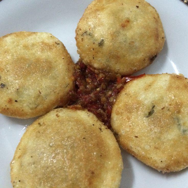 Cireng keju dan sambal bawang ala Fathin, sooo yummyy :)