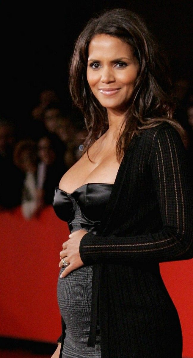 Halle Berry maternity style is elegant and chic.