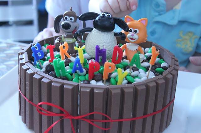 Timmy Time Chocolate Kit Kat Cake