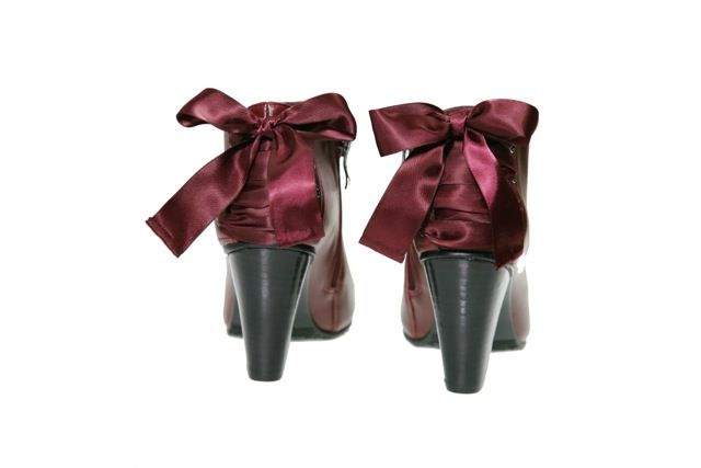 #TheOutstanding TagYourShoes #PiaHaugseth  Red bootie in smooth high quality leather with cute ribbon in the back! Buy it in www.viagalleria.no ----> Corso Como #Shoes #Fashion #Norway