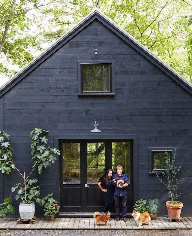 svart hus med svarta fönster - inte helt fel
