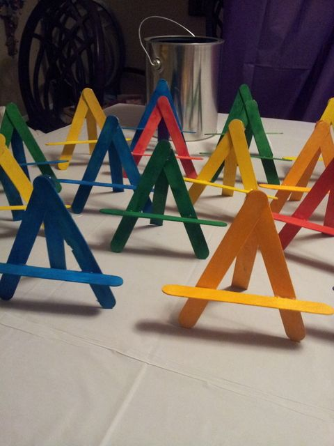 Perfect way to do easels for the party.