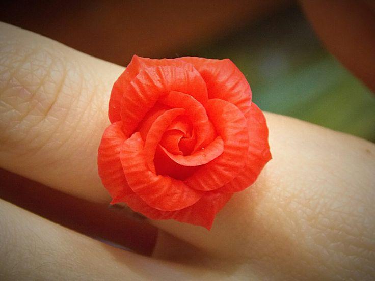 Кольцо с красной розой