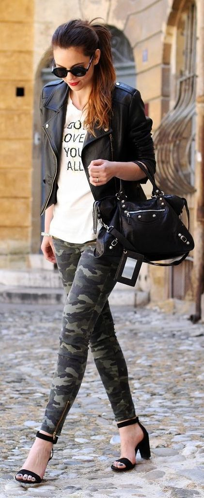 Io E Te. Piu' Qualcosa Di Militare Tee: BARBARA BONER Jacket: SHEINSIDE Pants: BLANCO