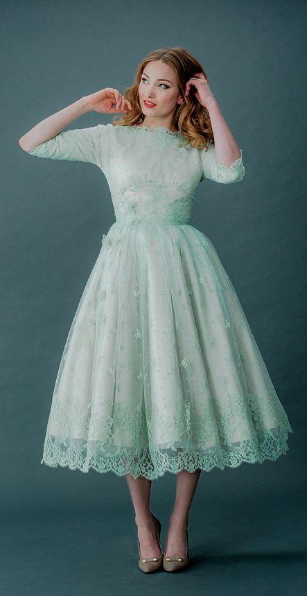 落ち着きのあるミモレ丈ドレスも最高に可愛い♡グリーンの花嫁衣装・ウェディングドレスの参考一覧まとめ♪                                                                                                                                                                                 もっと見る