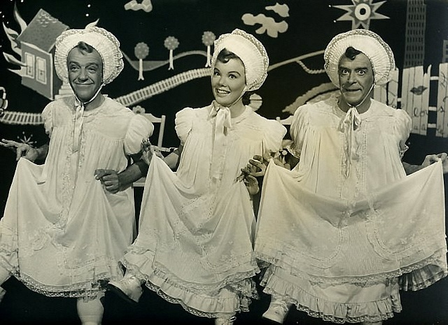 fred astaire nanette fabray jack buchmann 1953 the band wagon  FUNNY BIT