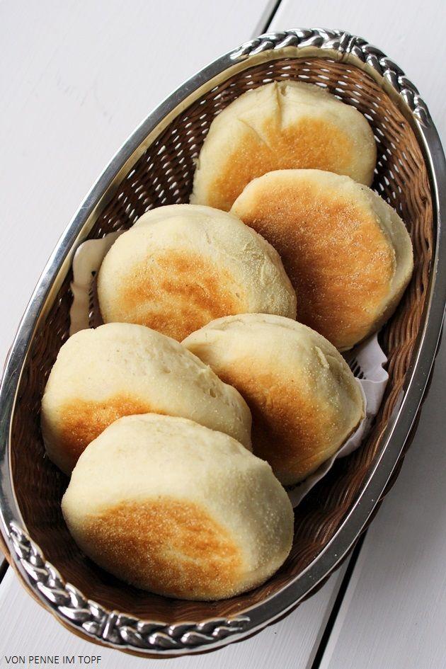 Sobald ich mal wieder etwas mehr Zeit und Muße habe, möchte ich mich noch mal etwas intensiver mit dem Backen von Brot bzw. Brötchen ausein...