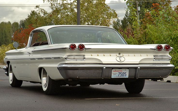 1960 Pontiac Bonneville...We had one just like this!!