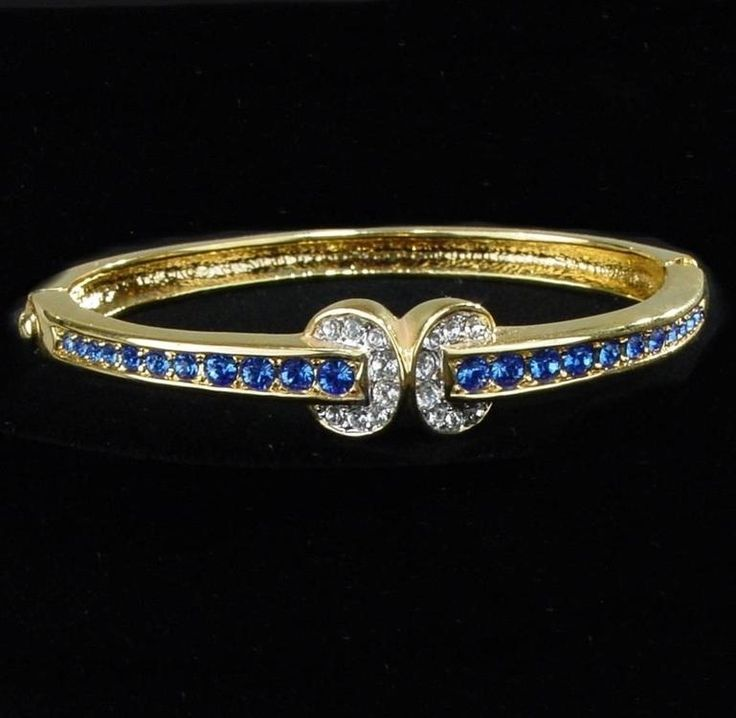 Jackie's Love Knot bracelet was a gift from JFK in 1955. It had graduated sapphires with the knot done in diamonds.
