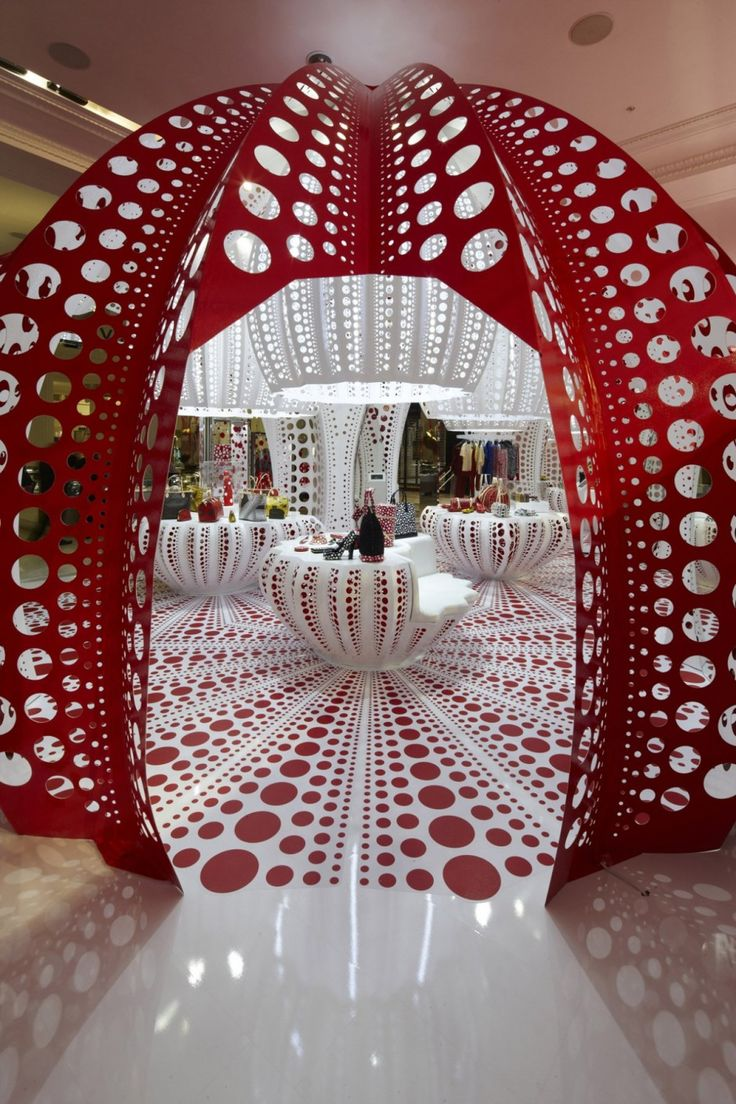 Yayoi Kusama - This genius has made the dotted world so beautiful ...