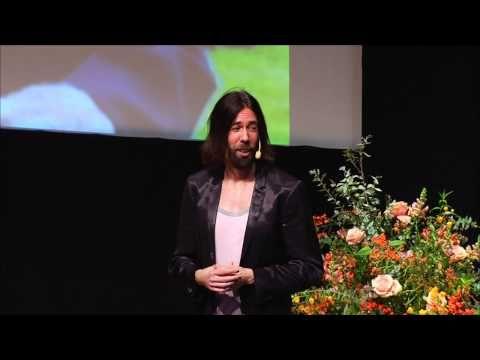 Rockstjärneprofessorn Micael Dahlén - Movesticdagen på Moderna Museet i Stockholm - YouTube
