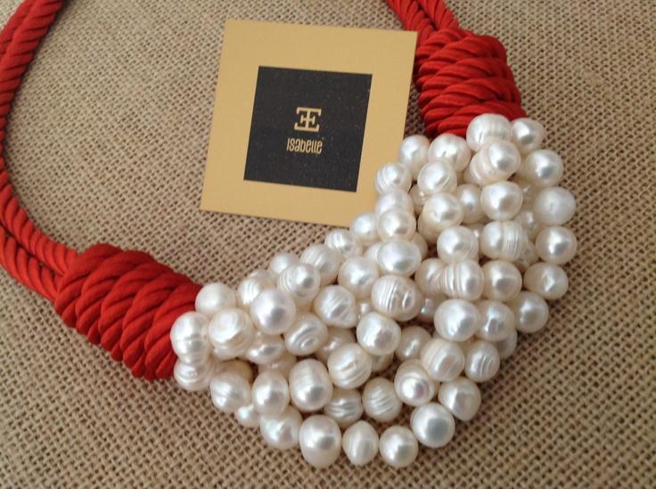 Collar cordón rojo seda con perlas