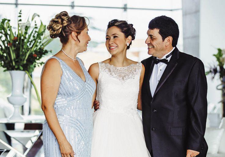 Los padres de la novia comparten la felicidad del comienzo de una nueva vida.