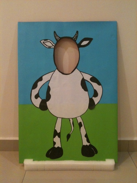 "Might have to make this! easy instructions to make a cow ""standee"". I think it'll have a bow, though. Guess we'll need 2..."