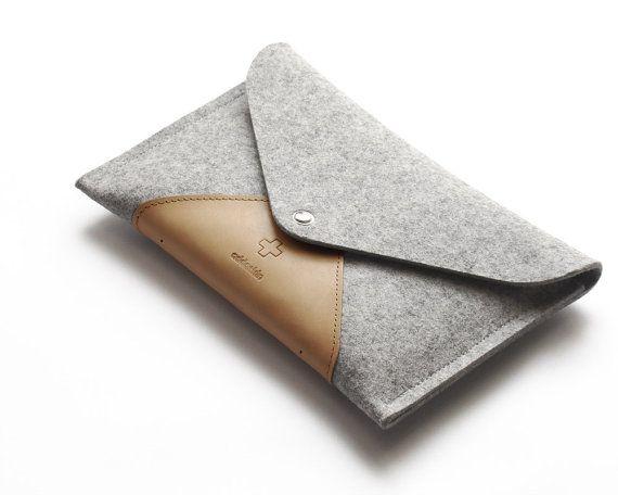 iPad mini case iPad mini sleeve ipad mini clutch envelope pure grey wool felt, leather pad, very protectiv, water repellent, timeless design