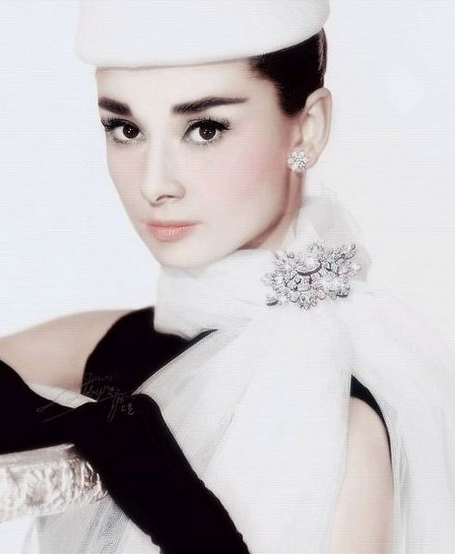 Amazing: Hats, Fashion, Brooches, Classic Beautiful, Audrey 3, Audrey Hepburn, Style Icons, Audreyhepburn, Real Beautiful