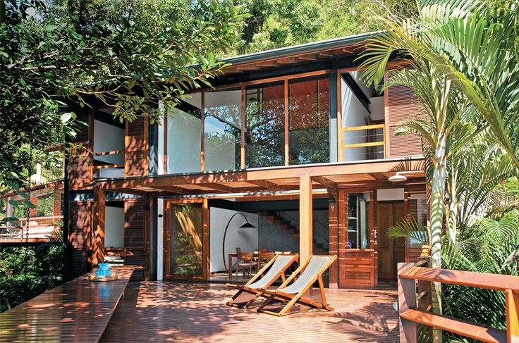OMG this is the vision in my head of my shipping container home one day!  Must show DH!  Our plans have a realistic version!
