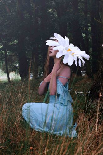 © georgia KOO Beautiful Grace Bowker posing. Great idea for giant props