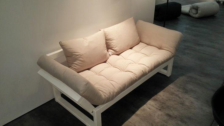 Pratico e funzionale divano letto futon edge karup in legno bianco ...
