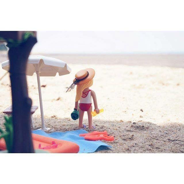 Playmobil sunbathe