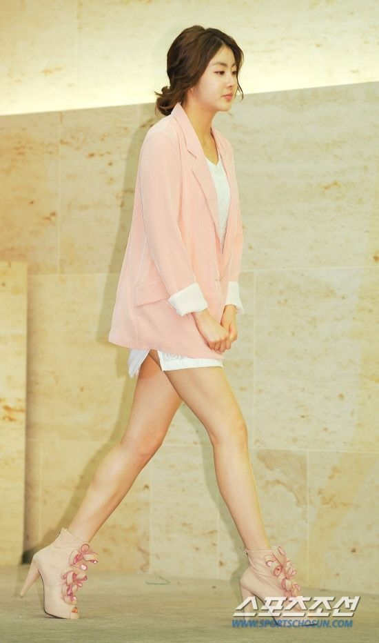 Kang So-Ra fashion, love the shoes <3