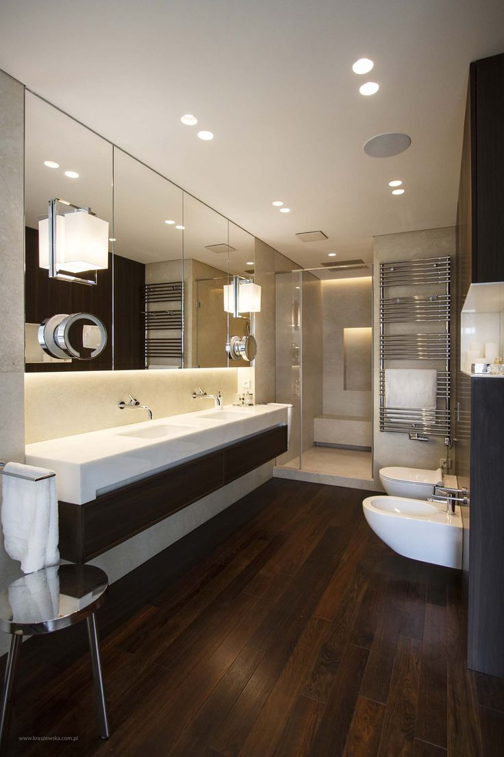 This bathroom is illuminated by round LED downlight Aplis in-Line 80 seamless integrated in the ceiling.