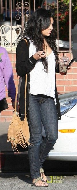 Out for Lunch with Her Mom in Los Angeles, April 05, 2010