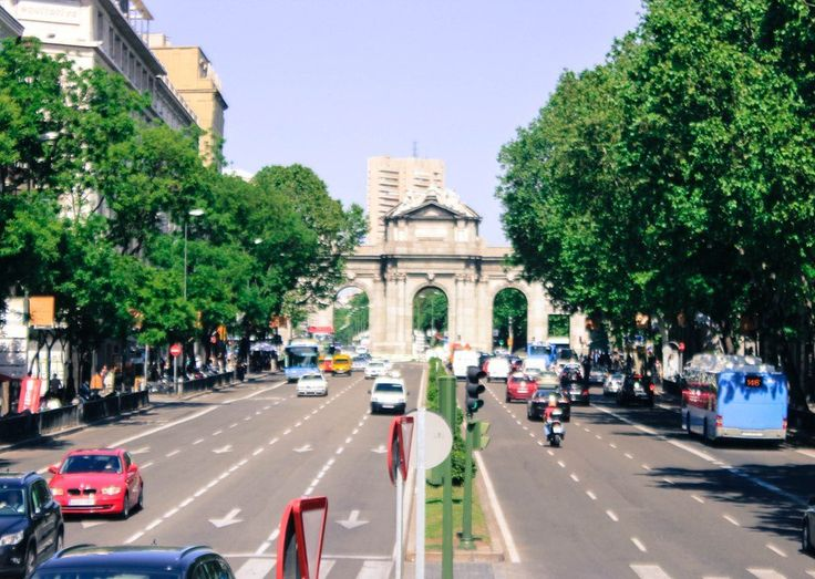 Madrid's mayor, Manuela Carmena, is serious about kicking personal cars off the road in the city center.On a November 5 show on Spanish radio network Cadena Ser, she confirmed that Madrid's main ave