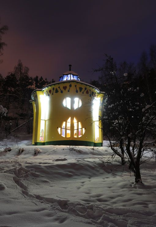 Artist Jan-Erik Andersson wanted to build a fairy-tale house in the  shape of a leaf, and that is what he did (2005–2009), together with his architect  partner Erkki Pitkäranta.