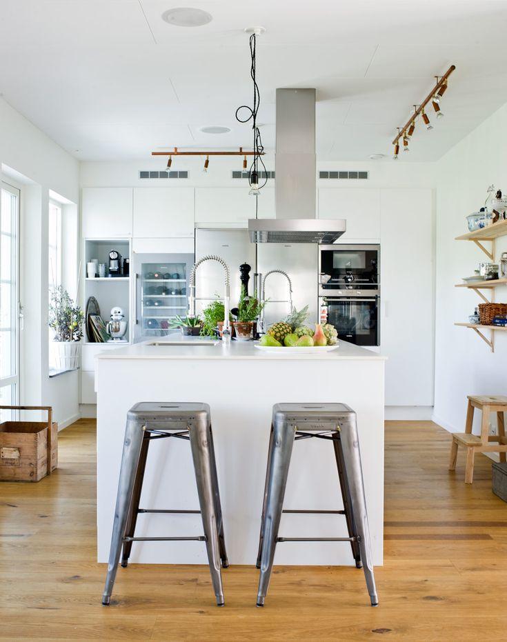 Nybyggt kök från Ballingslöv med fria ytor och plats för umgänge - Sköna hem