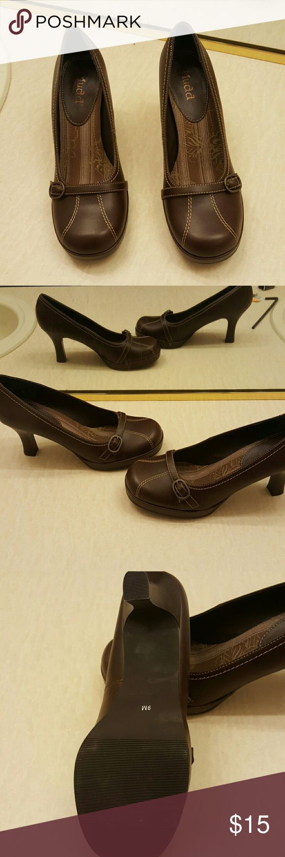 Mudd holly dark brown shoes Never been worn shoes.  You will love them Mudd Shoes Heels