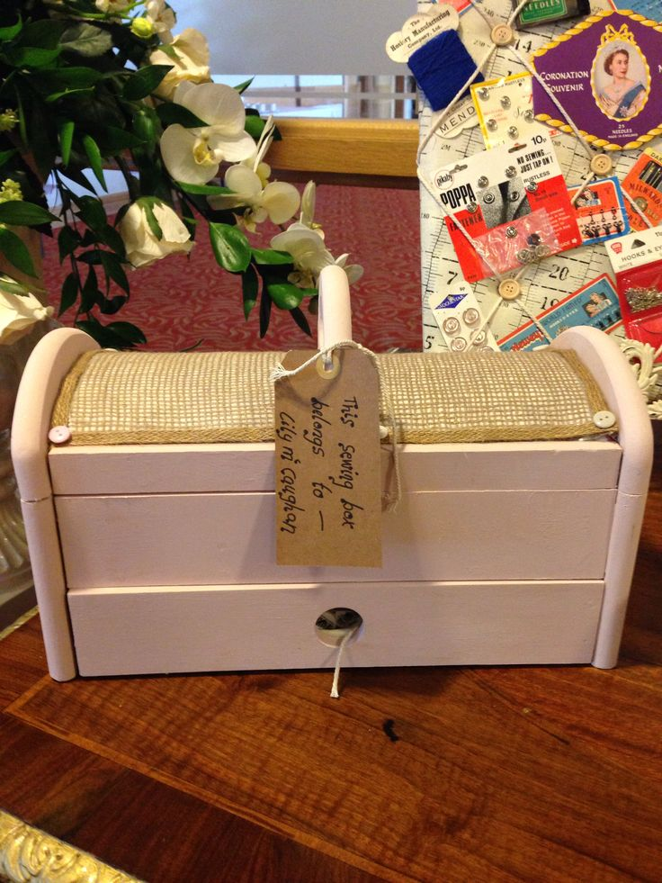 Gorgeous sewing box belonging to the bride's granny✂️