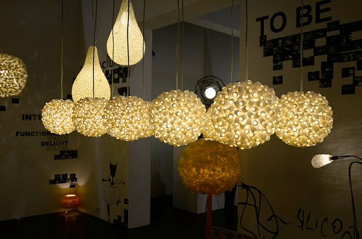 Lamp installation also at the Maison et Objet show in Paris. 6 small EVOLUTIONETTE hanging lamps in main view. www.udogangl.com