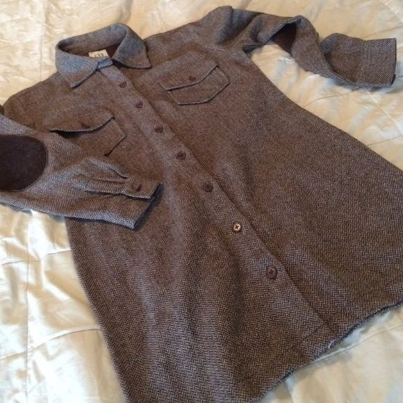 GAP Herringbone Shirt Dress Gap Brown and tan herringbone pattern collared wool shirt dress. It's is long sleeved and there are cute patches on the elbows. Never worn. GAP Dresses Long Sleeve