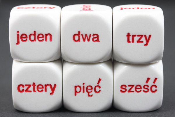 3/4 calowe kostki. Od 1 do 6 w języku polskim. 1 $ za każdego sześcianu.