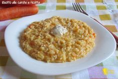 Risotto alle carote e ricotta (ricetta semplice). Ricetta economica per un risotto vegetariano e raffinato, con carote e quenelle di ricotta fresca
