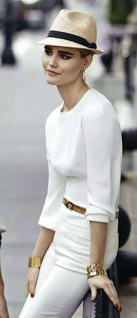 White on white, so simple, so chic, so elegant | PIN Blogger