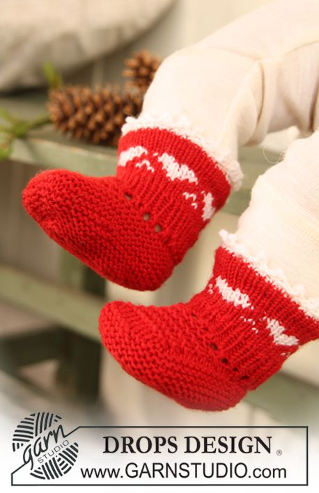 """DROPS Extra 0-730 - DROPS Christmas socks with heart border in """"Baby Merino"""". - Free pattern by DROPS Design"""