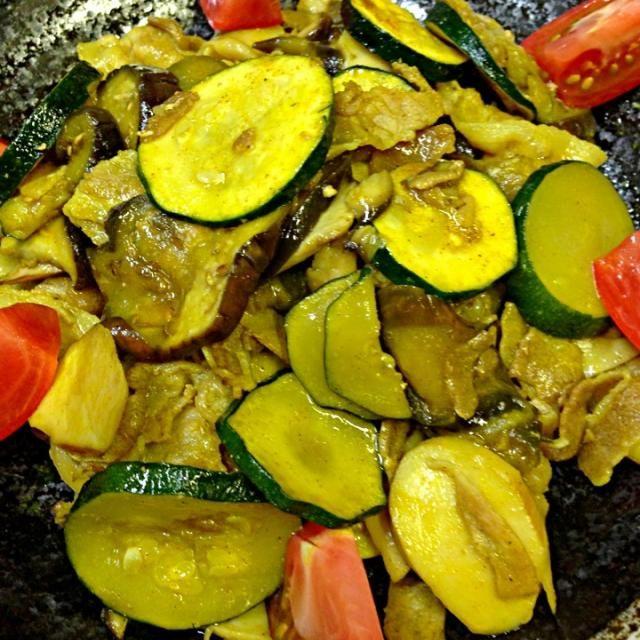 カレー風味が食欲そそります〜 - 18件のもぐもぐ - ナス、ズッキーニ、エリンギ、豚バラの和風カレー炒め by akkototwins