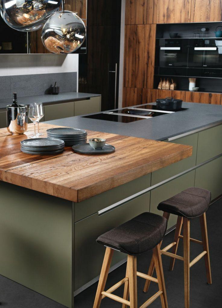 Mintgrun Trendfarbe Kuchentrend Trend Kuche Holz Holz Arbeitsplatte Rustikal Dunkelgrun Grun Grune Kuche In 2020 Kitchen Design Kitchen Trends Green Kitchen