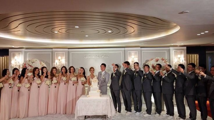ABHL Bride, Vivian Chan, with her bridesmaids and groosmen.