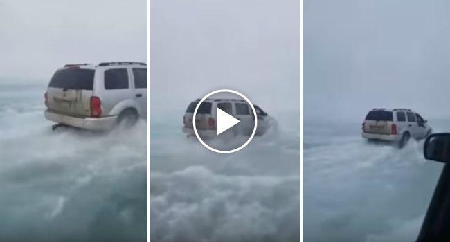 Pescadores Desafiam Lago Parcialmente Descongelado a Bordo Dos Seus Jipes