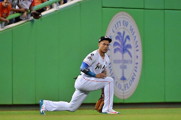 MLB trade rumors: Cardinals meeting with Giancarlo Stanton's reps