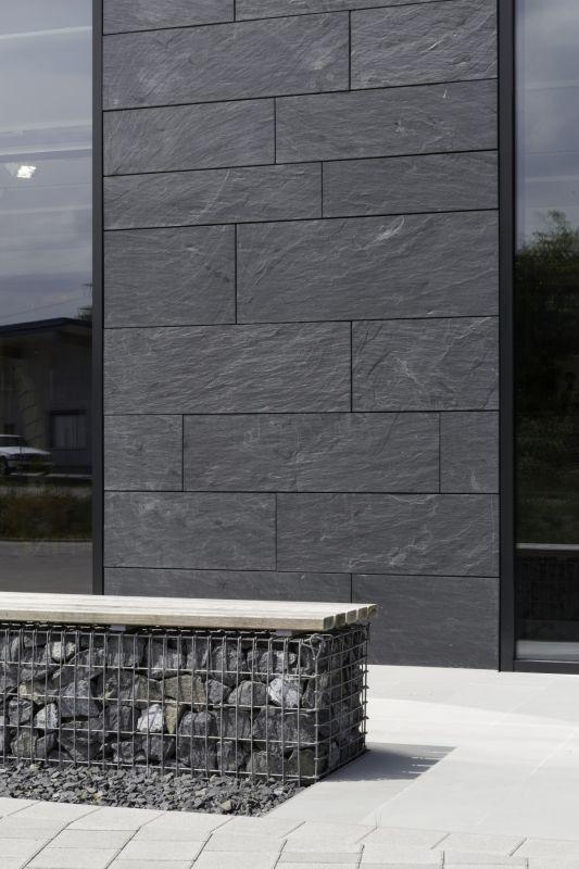 Ein Statement für Naturstein - Schieferfassade in Symmetrischer Deckung von Rathscheck Schiefer