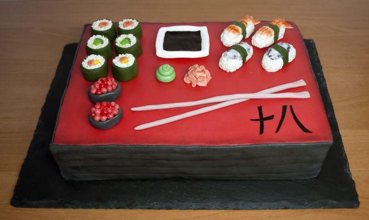 Dort se sushi z fondánu. Sushi Cake.