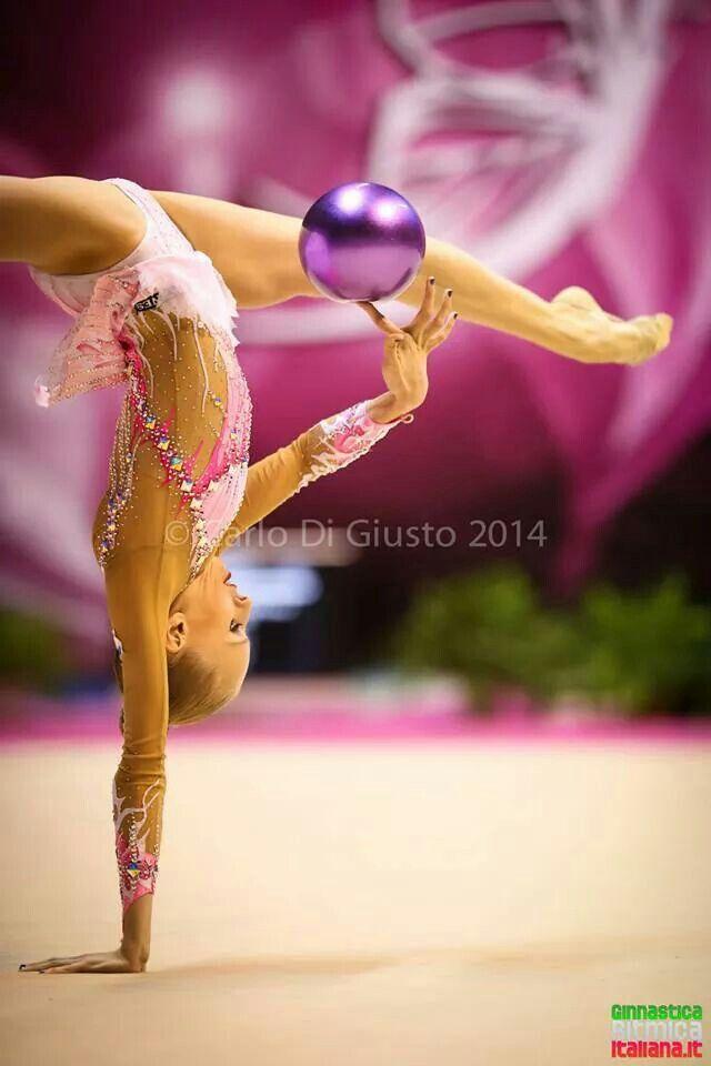 Yana Kudryavtseva famous walkover with ball - Rhythmic Gymnastics