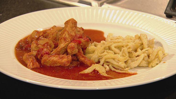 Ungarsk paprikagryde opskrift af James Price. Denne gryderet er ungarsk inspireret og indeholder paprika, bacon og svinefilet. Som tilbehør serveres galuska!