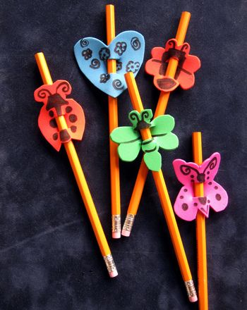 This colorful foam pencil topper will glam up any boring pencil and is guaranteed to add personality to any pencil case!