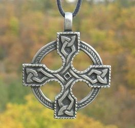 Duży krzyż celtycki - wisiorek vintage z rzemykiem