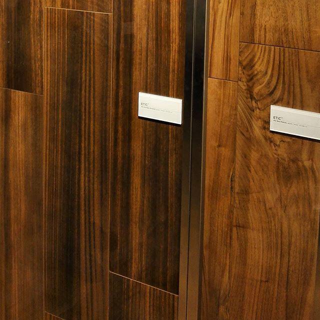 Коллекция ETIC PRO, новинка #Cersaie2015 от atlas concorde имитирует ценные породы дерева. В глянцевом исполнении в качестве напольного покрытия здорово сочетается с имитацией мрамора. #вседляванной #плитка #дерево #керамика #сантехника #тренд #мебельдляванной #tile #handmade #luxe #яркийдизайн #designtrip #BolognaFiera #Bologna